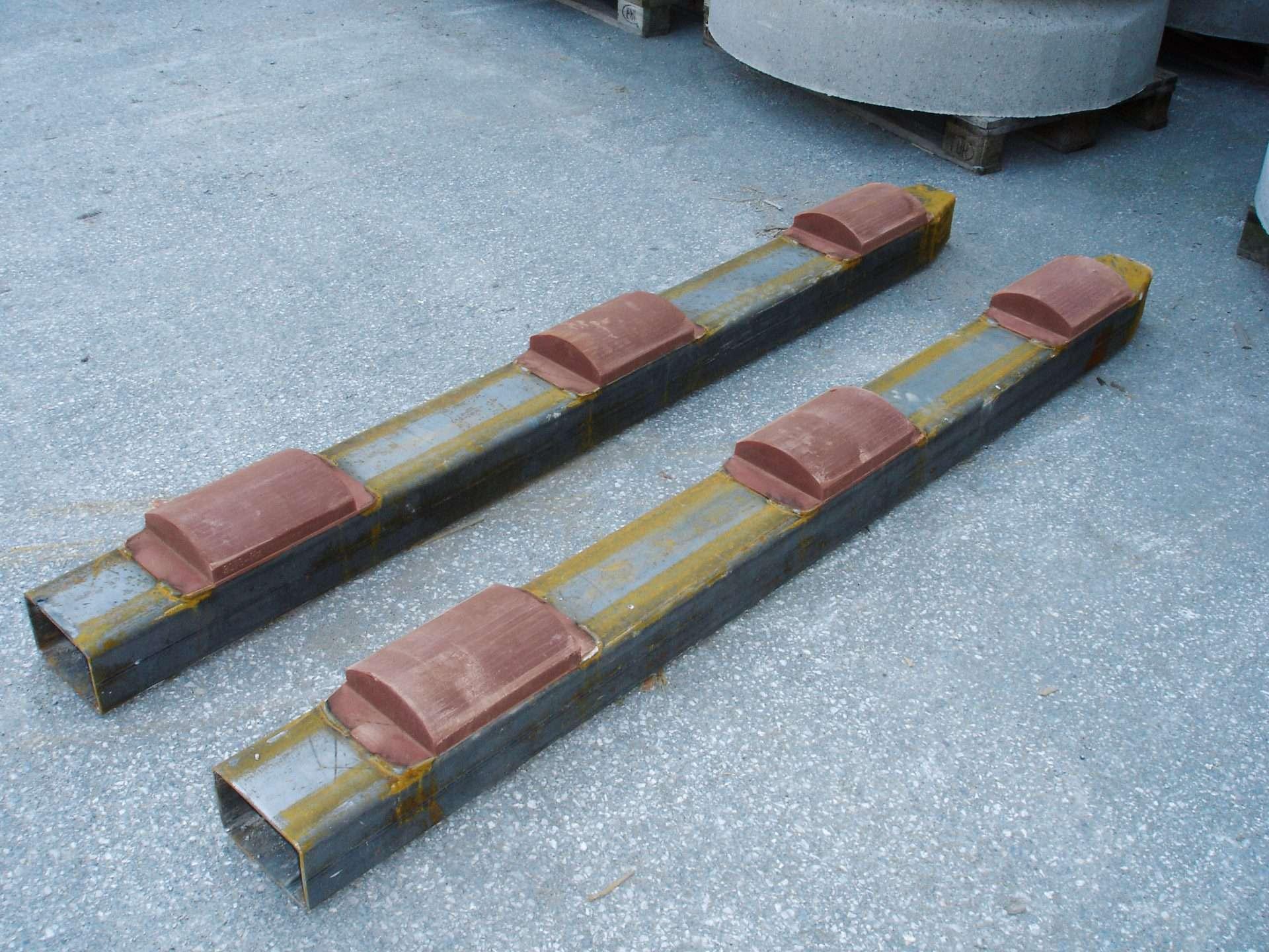 Betonrohrschutz für Gabelstaplerschuhe / Concrete pipe protection for forklift shoes